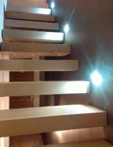 Gradini scala sospesa, realizzati in Wedi e Kerlite Tornabuoni