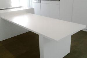 Top isola e Tavolo realizzati con Lea White